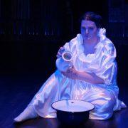 Sarah Oschkera als Quelle und Brunnen