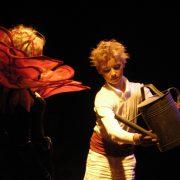 Der kleine Prinz gießt die Rose