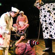 Hans tauscht vom Metzger die Kuh gegen das Schwein